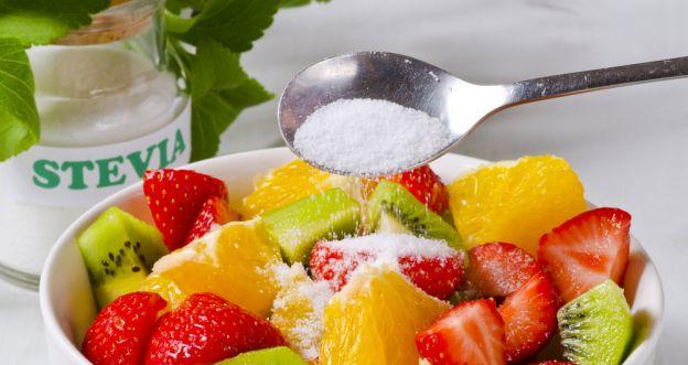 łyżeczka białego cukru
