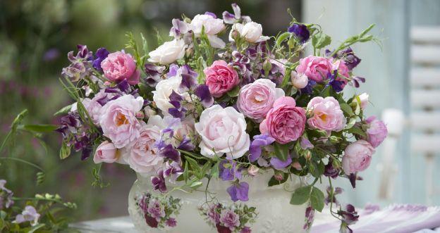 Letnie bukietu - groszki i róże