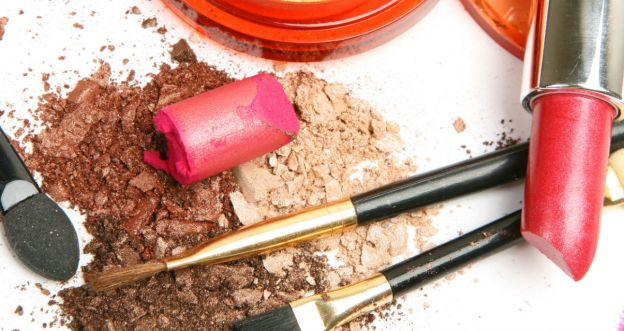 Zniszczone kosmetyki