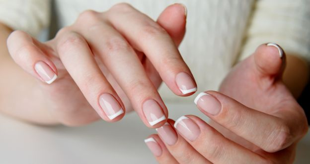 Domowe sposoby na zniszczone paznokcie