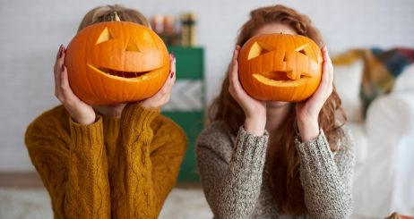 two-women-showing-halloween-pumpkins-picture-id1045316680