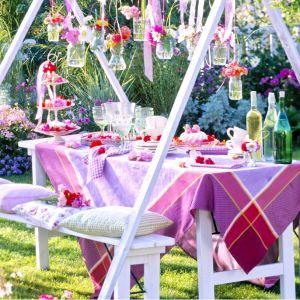 przyjęcie-w-ogrodzie-dekoracje