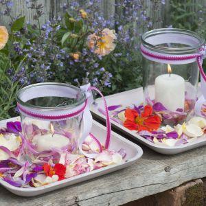 Lampiony ze słoików – na kwiatowym kobiercu