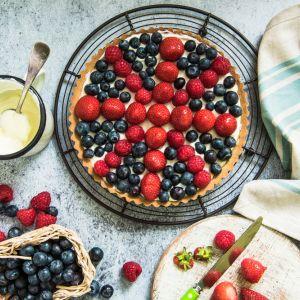 Tarta z jagodami i migdałowym kremem