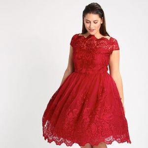 Sukienka koktajlowa - 220 zł; Chi Chi London Curvy /Zalando