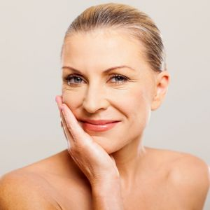 Regularnie złuszczaj skórę