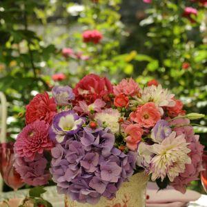Bukiet z hortensjami, dalią, różą i eustomą