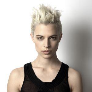 Krótkie Włosy Blond Fryzura Która Odmładza Claudia