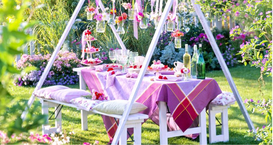 Topnotch Przyjęcie w ogrodzie – pomysły na niedrogie dekoracje - Claudia LD09