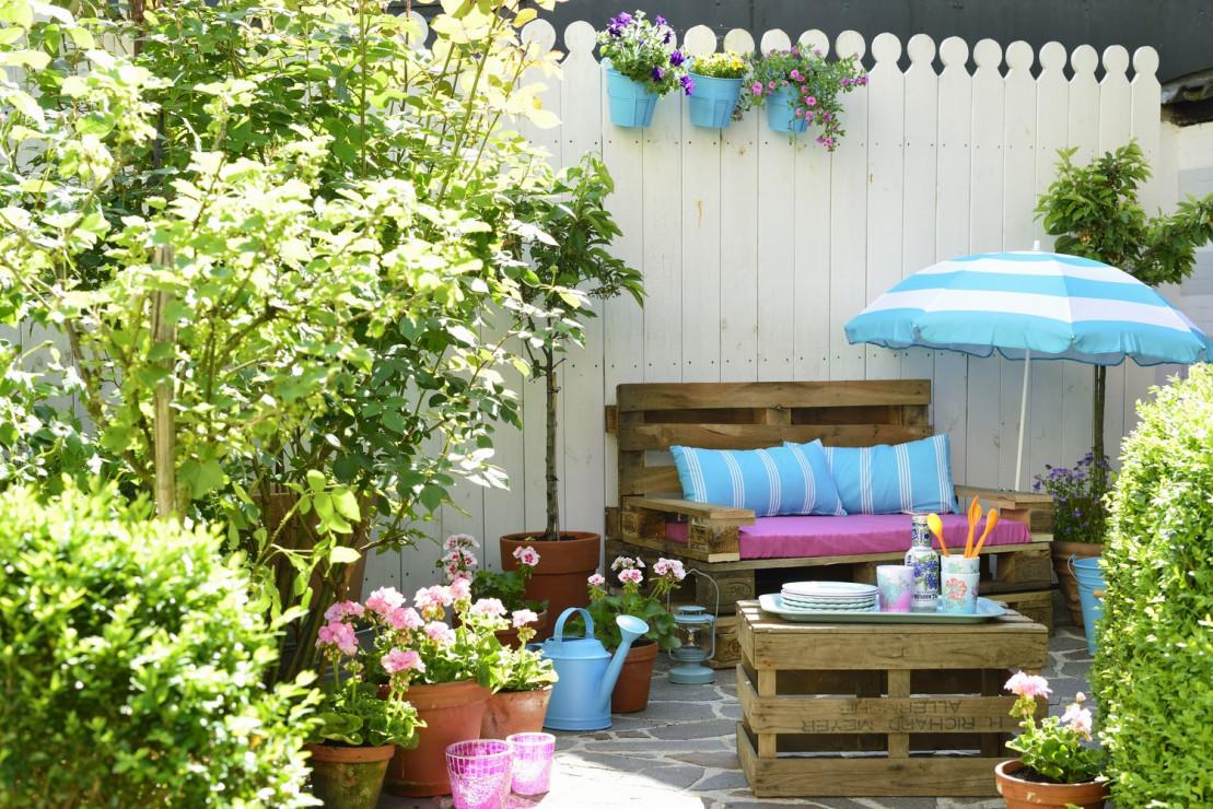 4 zdj cie meble z palet na tarasie najpi kniejsze aran acje for Comment fabriquer un salon de jardin en bois