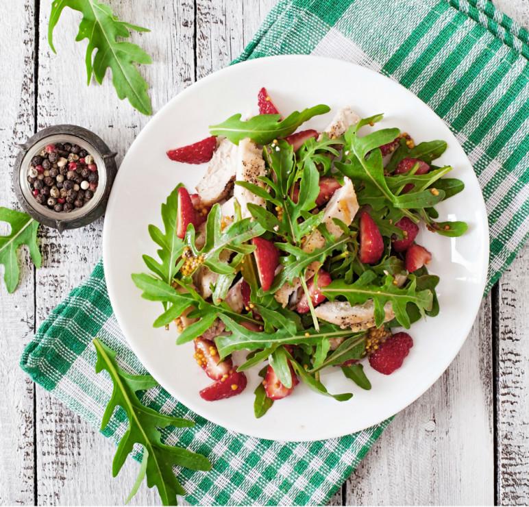 Szybka Salatka Z Rukola I Truskawkami Szybka Salatka 3 Przepisy Na Upalne Dni