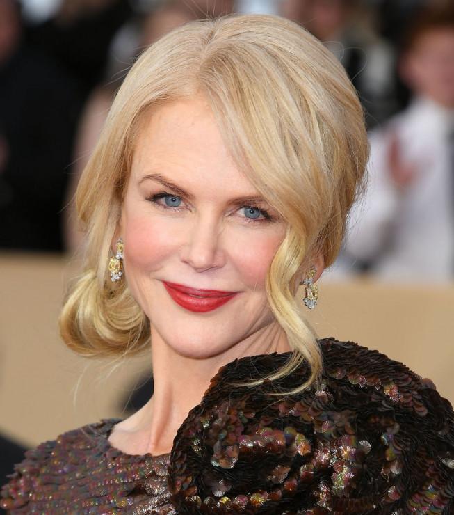 a7f83b3088 Niedbale Związane Ala Nicole Kidman Fryzury Na Wesele Dla Mamy I