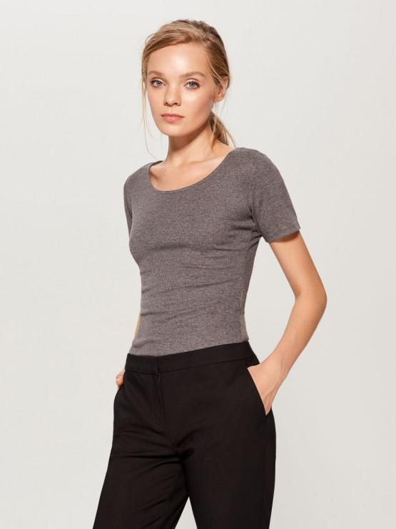 Gładkie body z krótkimi rękawami, Mohito, 39, 99 zł - Sprawdzona baza damskiej garderoby. Zainwestuj w klasykę i zawsze wyglądaj pięknie!