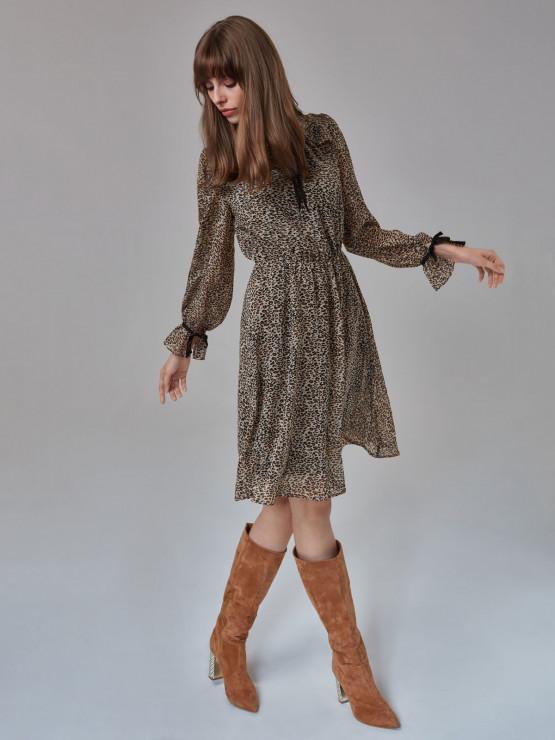 54e199f990 Zwiewna sukienka w delikatny wzór panterki Taranko