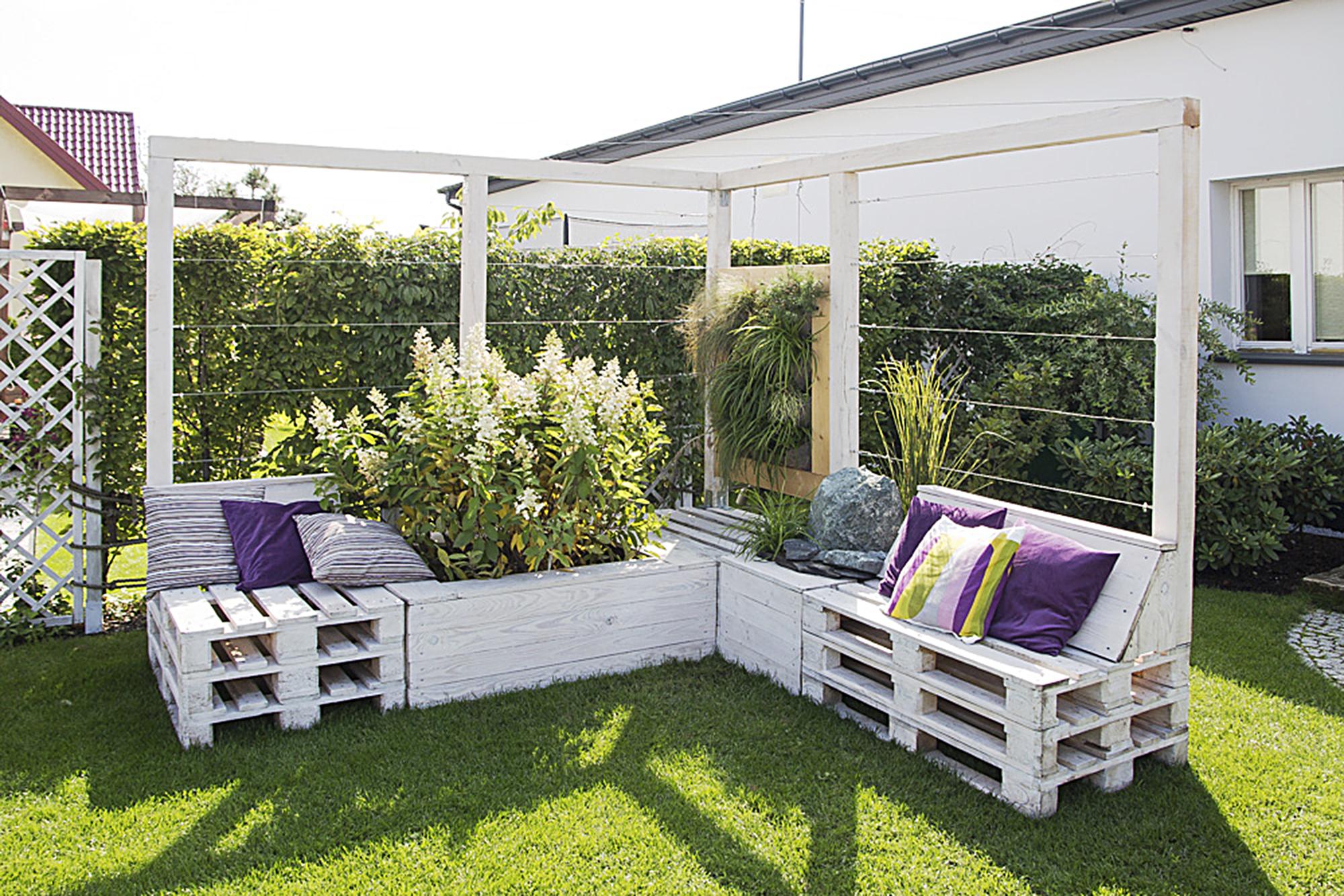 meble ogrodowe z palet 5 stylowych pomys w claudia. Black Bedroom Furniture Sets. Home Design Ideas