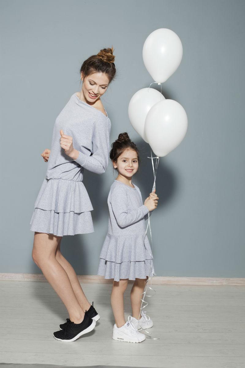 7cb785f64150 dresowe-sukienki Sukienki dresowe z falbanami  dla mamy ...